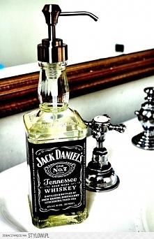 po skończonej butelce w dobrym gronie można mile wykorzystać w łazience :)
