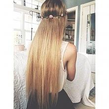 Kwiaty i wianuszki we włosy ! To zawsze dobrze wygląda :* ;)
