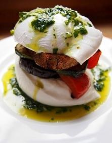 Kanapka z mozzarelli z pieczonymi warzywami i bazyliowo-czosnkową oliwą <3!