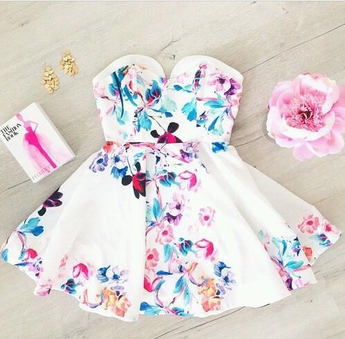 Gdzie mogę znaleźć taką sukienkę?  Jest naprawdę cudowna *, * albo chociaż jakieś słowo po którym moglabym znaleźć jakąś bardzo podobna na allegro czy gdzieś indziej :)  proszę o pomoc :]