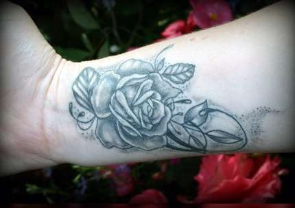 Tatuaż Róża Na Nadgarstku Na Tatuaże Zszywkapl
