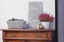 """Jak zrobić farbę tablicową: Potrzebne materiały: •farba lateksowa •fuga dodatkowo do wykonania tablicy: •deska •gąbka •""""mieszadło"""" •papier ścierny Wymieszać farbę lateksow..."""