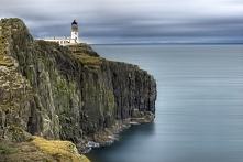 """Szkocka wyspa Skye. Slynie z niezapomnianych widokow, bardzo zmiennej pogody, ktora sprawia, ze wyspa zmienia swoje oblicze z przepieknego, zielonego """"ogrodu"""" w mroczn..."""