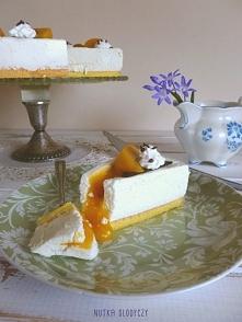 Sernik brzoskwiniowy na zimno (a'la Zila cake)  Niby zupełnie zwykły sernik na zimno, ale... w jakże bardzo zaskakującej odsłonie! - wymagającej cierpliwości, czasu i spore...