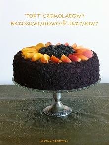 Tort czekoladowy brzoskwiniowo-jeżynowy,  Tort czekoladowy, przełożony delikatnymi, owocowymi kremami - brzoskwiniowym i jeżynowym (jeżyny, pierwsze w tym roku, świeżutkie, zebr...