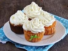 Marchewkowa babeczki   Składniki      1 szklanka i 1 łyżka mąki     1 łyżeczka proszku do pieczenia     1/4 łyżeczki sody     szczypta soli     0,5 szklanki cukru     2 jajka   ...