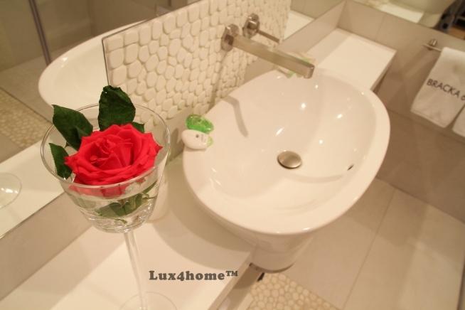 Otoczaki na ścianie. Ściana w łazience z naturalnych kamieni otoczakowych.  Takie kolekcje otoczaków tylko w Lux4home™