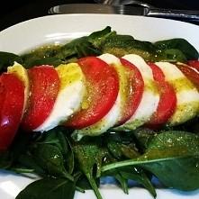 Szpinak,mozarella,pomidory-...