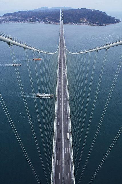 Pearl Bridge (Most Akashi), Kobe, Japonia. Jest to najdłuższy most wiszący na świecie.