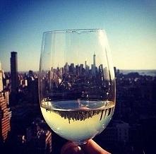 Białe winko, hmmm dobre, ale czerwone półwytrawne najlepsze. :)