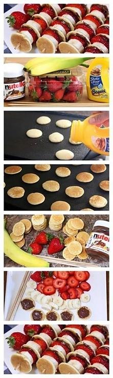 wystarczy usmażyć małe pancakes'y, kupić truskawki, nutelle i banany :3