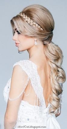 Elegancka fryzura ślubna.
