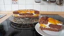 Tort urodzinowy z brzoskwiniami