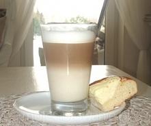 Domowe cafe latte jak z ekspresu  Składniki pół szklanki mleka – 2% lub wiecej zaparzona kawa bez fusów// rozpuszczalna z górowatej łyżeczki kawy – 1/3 szklanki cukier wysoka sz...
