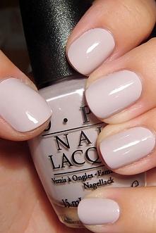 Bardzo delikatny i naturalny manicure. Dla minimalistek!