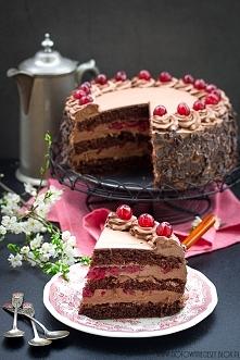 """TORT WĘGIERSKI  """"to kakaowy, hojnie nasączony wiśniową nalewką biszkopt ..."""