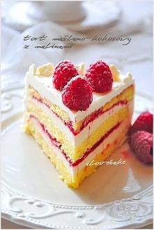 Tort maślano – kokosowy z malinami – przepis na ilovebake.pl