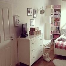 Cześć.Mam do was prośbe.Robie całkowitą odnowe mojego pokoju łącznie z malowaniem ścian.Chce was prosić o linki do blogów o wystroju wnętrz i stron z mablami i dodatkami.Ten pok...