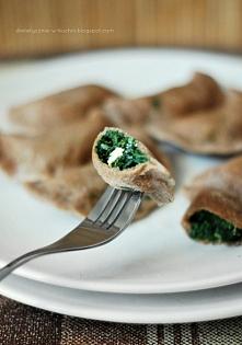 Pełnoziarniste pierogi ze szpinakiem, czosnkiem i serem feta.