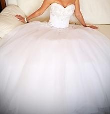Piękna suknia, która podkreśla atuty figury. Bardzo wygodna, przetańczyłam w ...