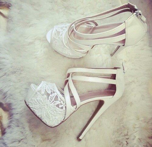 przepiękne buty... najbardziej mi się widzi w nich ta koronka :)