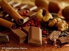 Uwielbiam słodycze przeróżne najbardziej czekoladę! potrafię zjeść na raz mnó...
