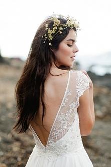 Zdjęcie ślubne, które warto mieć: tył sukni ślubnej. fot. Benjamin & Elise Photography Więcej na blogu Madame Allure!