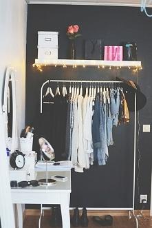 Marzy mi się taka toaletka i mini garderoba.. :)