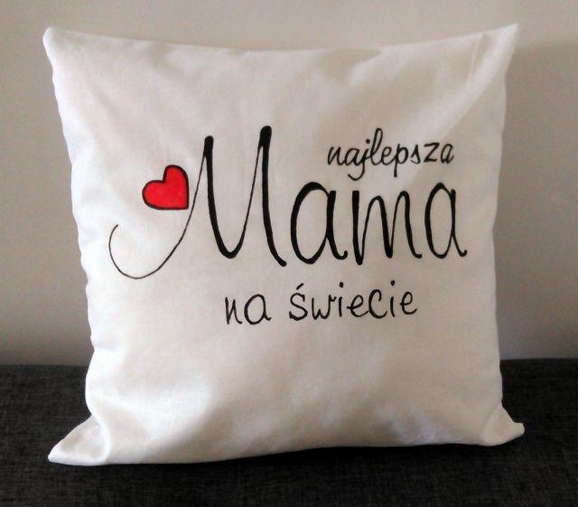 Poszewka ręcznie malowana z napisem: najlepsza mama na  świecie. Wymiary: 40x40
