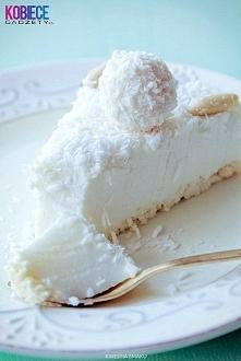 Sernik Raffaello na zimno :) Składniki: Spód: • 100 g wafelków kokosowych w białej czekoladzie typu princessa Masa kokosowa: • 250 g serka mascarpone, • 1 i 1/2 szklanki (225 g)...