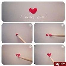 Jak prosto można zrobić serduszka  na paznokciach :)