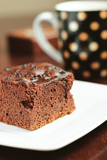 Składniki:  2 szklanki cukru (400g) 5 łyżek kakao (50g) półtorej szklanki mleka 3,2% (375ml) kostka masła (250g) 2 i pół szklanki mąk...  link po kliknięciu na zdjęcie :)