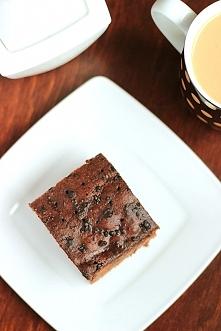 Składniki:  2 szklanki cukru (400g) 5 łyżek kakao (50g) półtorej szklanki mleka 3,2% (375ml) kostka masła (250g) 2 i pół szklanki mą...  link po kliknięciu na zdjęcie :)