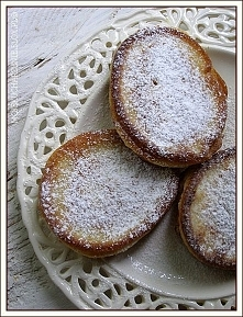 Sodziaki z jabłkami  Bardzo proste i smaczne puszyste placuszki.   Przepis po...