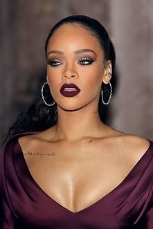 Boska *.* ogólnie to taki kolor szminki mi się podoba bardzo :)