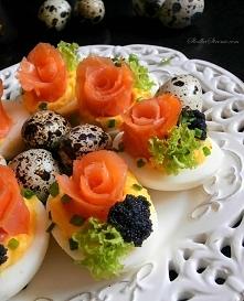 Jaja Faszerowane z Łososiem Wędzonym i Kawiorem (Różyczki) przepis