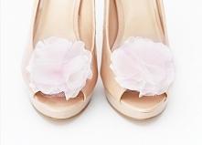 Ślubne klipsy do butów Innocent Girl-Cream Pink.  Do kupienia w ślubnym sklepie internetowym Madame Allure!   >>> link w komentarzu <<<
