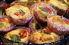Muffinki pizzowe Potrzebne składniki:  - 200g mąki - 2 jajka - pół szklanki oleju - pół szklanki mleka - pół łyżeczki proszku do pieczenia - pół łyżeczki sody oczyszczonej - pół...