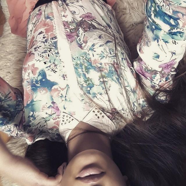 #shirt #flowers #lips #hair #girl #polish #madame #kiss