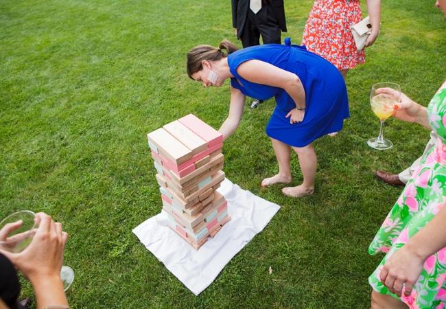A może wielka gra w Jengę na weselu? Jakie macie pomysły na zabawę dla gości weselnych?