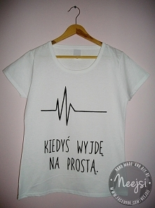 Koszulka, w całości ręcznie malowana specjalnymi farbami do tkanin. Do kupienia w bardzo niskiej i przystępnej cenie. Więcej informacji w linku podanym w komentarzu, zapraszam! :)