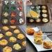 Składniki:  -4 jaka, - ser feta, - szynka, - szczypiorek, - papryka, - pomidor, - ser żółty.  Masę jajeczną wylewamy do przygotowanych foremek, na dnie których układamy wybrane składniki.Ja użyłam silikonowych i umieściłam je w formie do muffinek. Babeczki pieczemy 12-15 minut w temp. 180 stopni.Podajemy ciepłe.