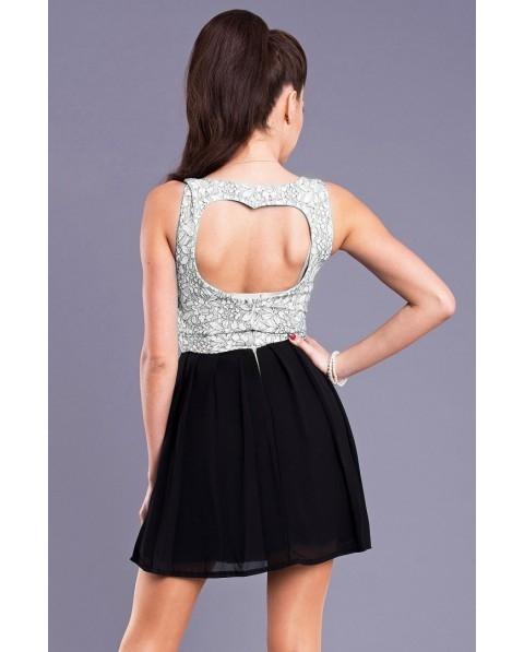 Rozkloszowana sukienka z wycięciem w kształcie serca na plecach. Góra sukienki jest pokryta koronką we wzór kwiatów. Dół sukienki - czarny.  Idealna na wesele.