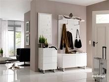 Jasne meble i ściany  optycznie powiększą niewielki lub wąski przedpokój