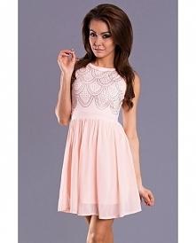 Zwiewna, rozkloszowana sukienka w kolorze różowym. Góra ozdobiona cyrkoniami....