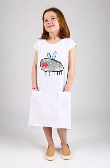 Uniwersalna dziewczęca tunika z praktycznymi kieszeniami. Tunika ma wydłużony...