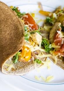Tacos z kurczakiem, cebulą, papryką i kukurydzą  Przepis po kliknięciu w zdję...