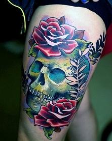 tatuaże damskie czaszka i róże