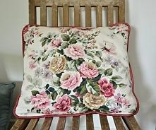 Poduszka  w kwiaty :)  Do kupienia na stronie Belle Home :)