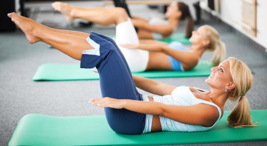 Ćwiczenia Pilates na brzuch, nogi i pośladki